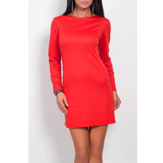 Suknele su uztrauktuku nugaroje raudona